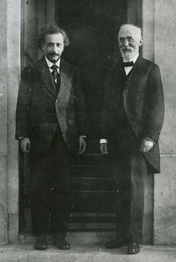 Hendrik Lorentz en Albert Einstein voor het huis van Lorentz in Leiden